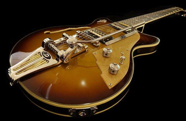 e-guitar-1736291_640